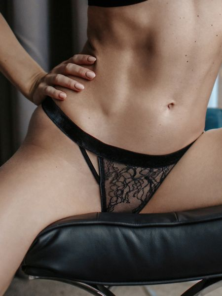 Petite Noir: Spitzen-String 0718, schwarz