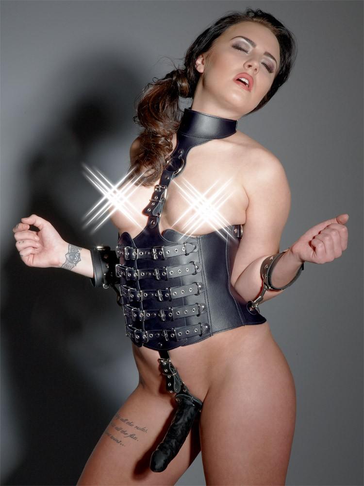 Leder-Harness mit Dildo, schwarz
