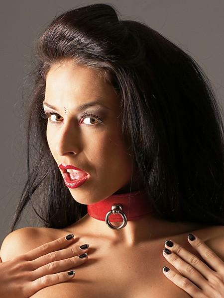 Leder-Halsfessel, rot/schwarz