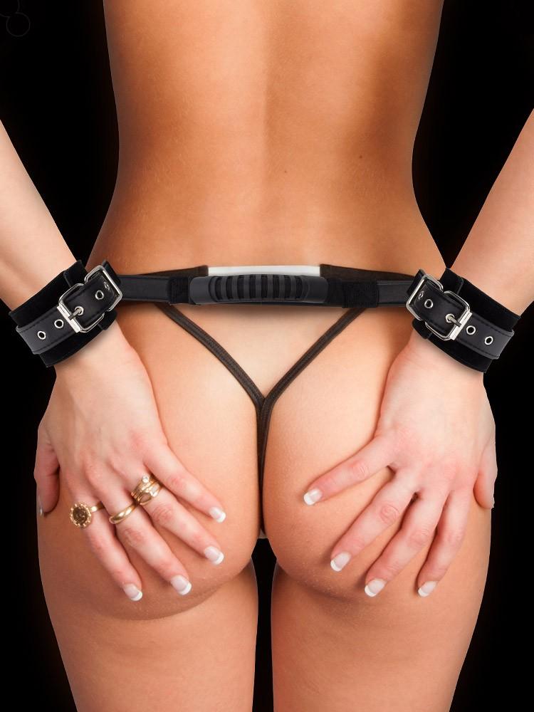 Ouch! Leder-Handfesseln mit Griff, schwarz
